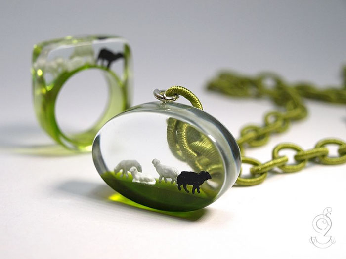 miniature-worlds-inside-jewelry-isabell-kiefhaber-22