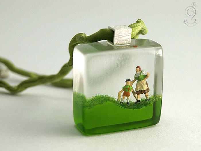 miniature-worlds-inside-jewelry-isabell-kiefhaber-23