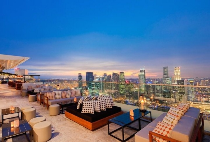 The Ku Dé Ta has a boat-shaped rooftop in the casino resort Marina Bay Sands in Singapore.