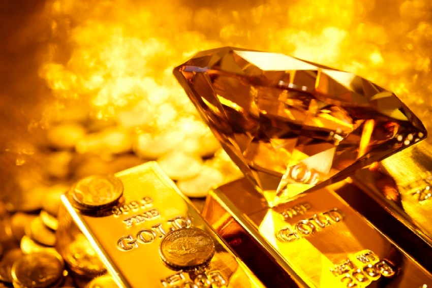 Para investir em ouro é preciso acompanhar as flutuações no preço desse metal. Ele se comporta mais ou menos como uma moeda. Aliás, no Brasil, a cotação do ouro é influenciada diretamente pelo valor do Dólar.