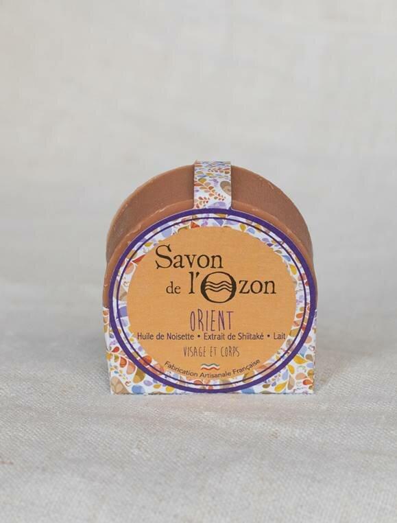 savon-solide-rond-orient-emballe