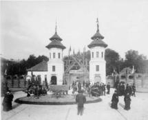 Wystawa-Powszechna-Paryz-1889-rok-Javajska-wioska-e1416143375185