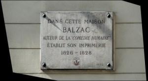Tablica upamiętniająca umieszczona przy rue Visconti w 1930 roku