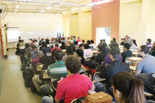 Estudantes da Fatec acompanharam as apresentações dos professores dos Estados Unidos (Foto: Everton Zaniboni)