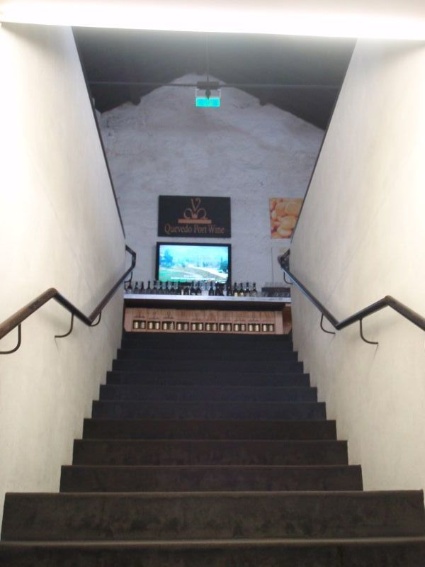 Quevedo - po schodech do horního sálu