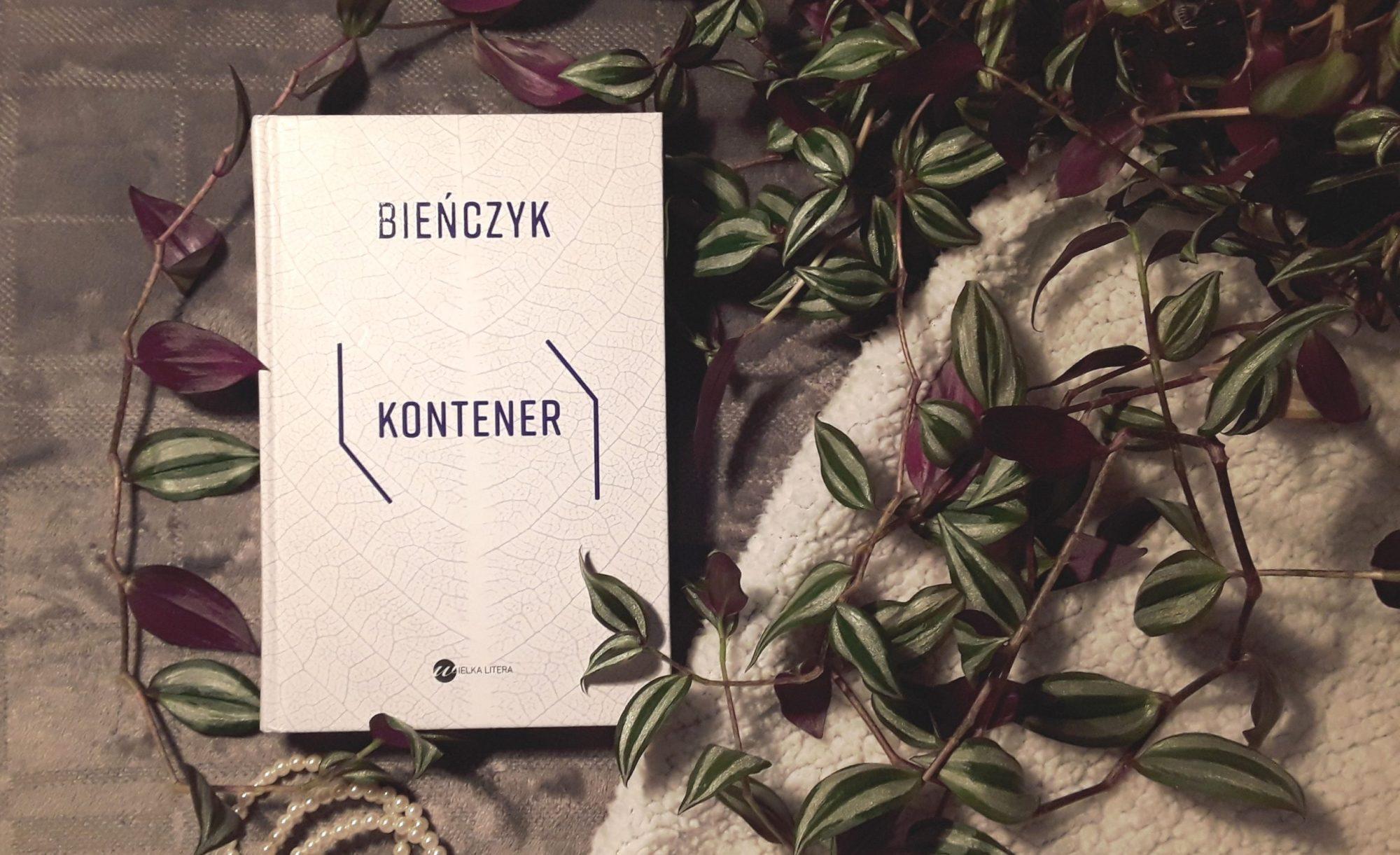 """Otym, co się pojawia, kiedy ktoś niknie – Marek Bieńczyk, """"Kontener"""" [książka]"""