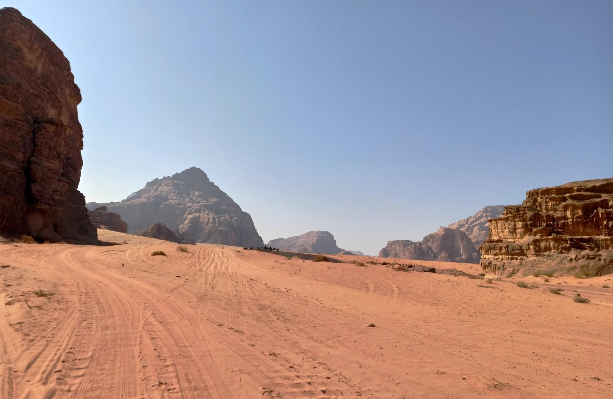 Pustynia Wadi Rum: cisza, zamknięcie, bezczas