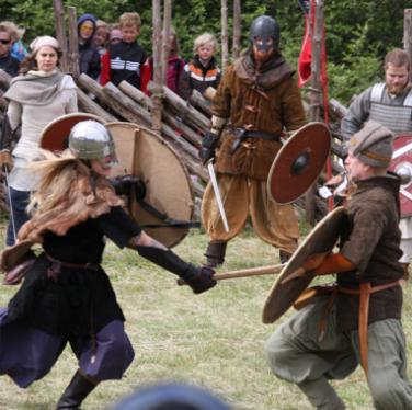 Avaldsnes_vikinger_kamp