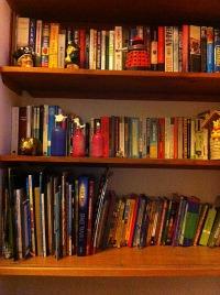 summer holiday tidy bookshelf