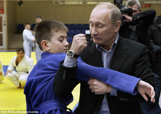 Putin makes final preparations for Trump handshake