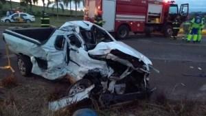 acidente entre carros e caminhão em Itaí