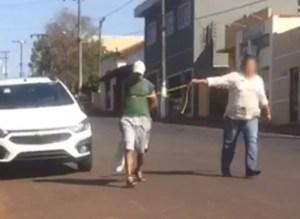 Suspeito de roubar casa é levado amarrado até delegacia em São Pedro do Turvo