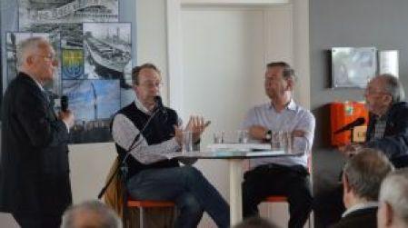 Eddy Allcock in gesprek met auteur Johan Dambruyne en Boelwerffotografen Jimmy Hemelaer en de 92 jarige Alex Suanet