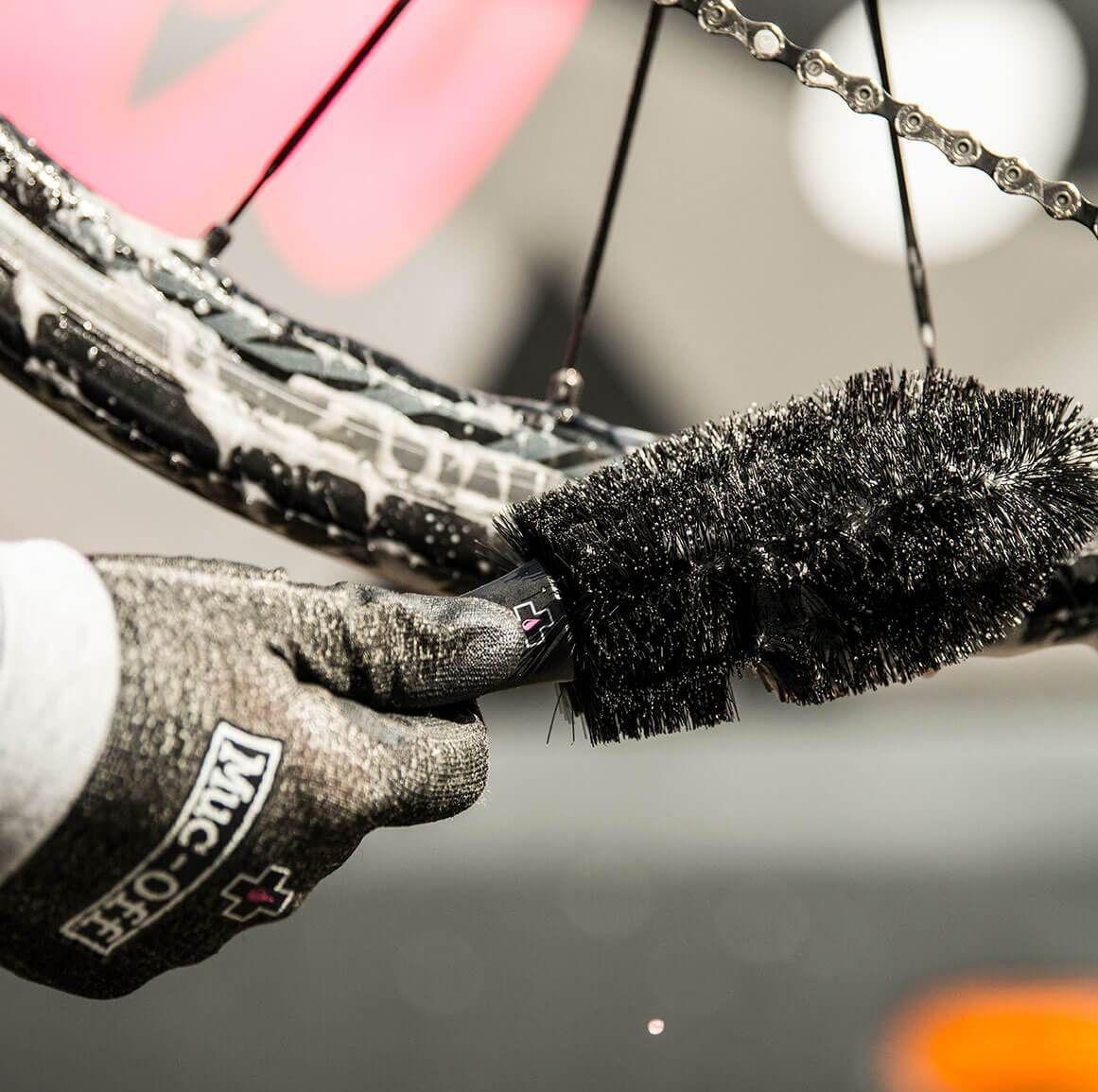 - Muc-Off Wheel & Component Brush, krtača za čiščenje obročev in komponent - OPTIBIKE