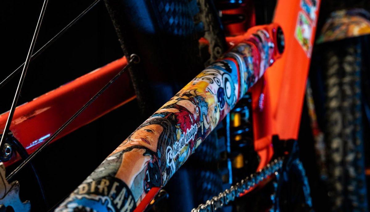 - Riesel Design zaščita verige Chaintape 3000 Stickerbomb - OPTIBIKE