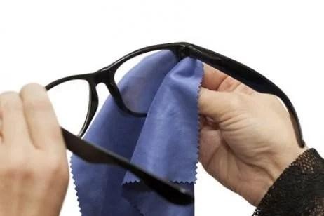 consejos para mantener limpios tus anteojos - opticas en córdoba Consejos para mantener limpios tus anteojos consejos limpiar gafas 1 20255231