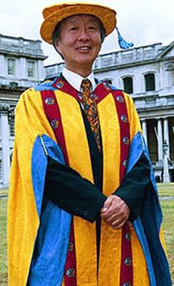 Charles Kao receiving honourary degree at Greenwich Uni., London