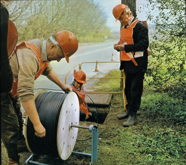 Hitchin-Stevenage fibre cable being pulled into duct