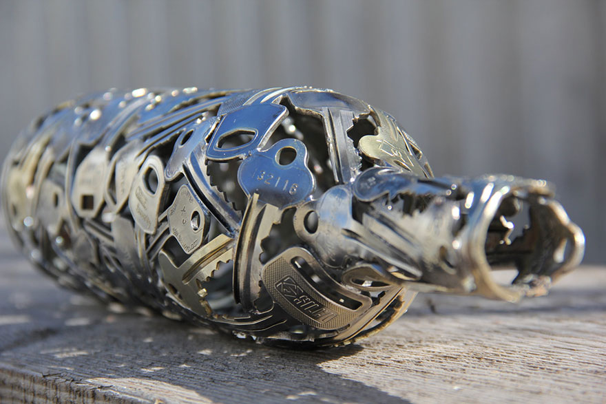https://i1.wp.com/optimist.bg/wp-content/uploads/2016/01/recycled-metal-sculptures-key-coin-michael-moerkey-2.jpg?fit=880%2C587&ssl=1