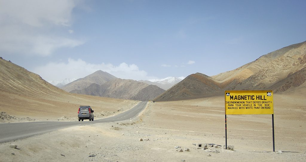 magnetic-hill-in-ladakh_01