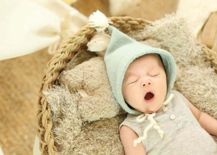 yawing-baby-in-sleeping-so-cuty