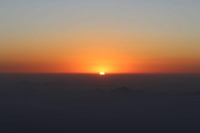 sunrise in mount abu trekking