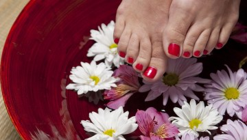 How to Remove Tanning from Feet at Home