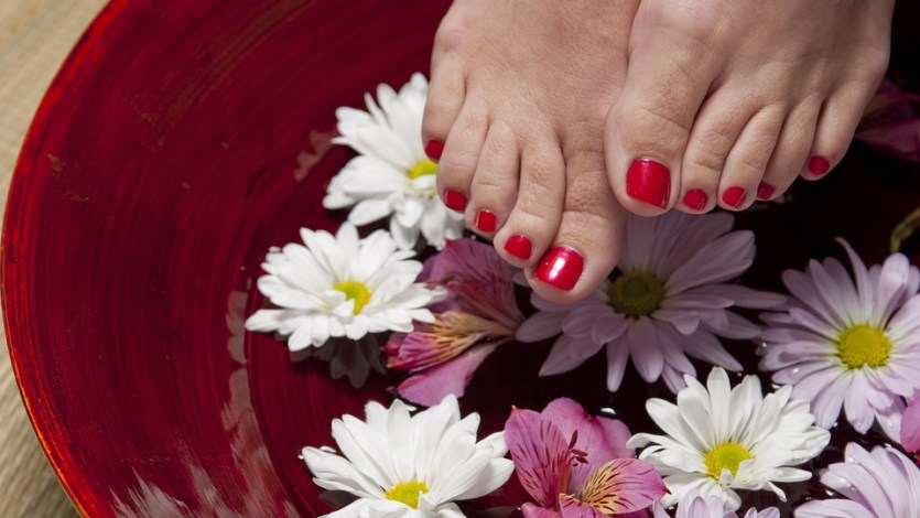 How to remove tanning from feet