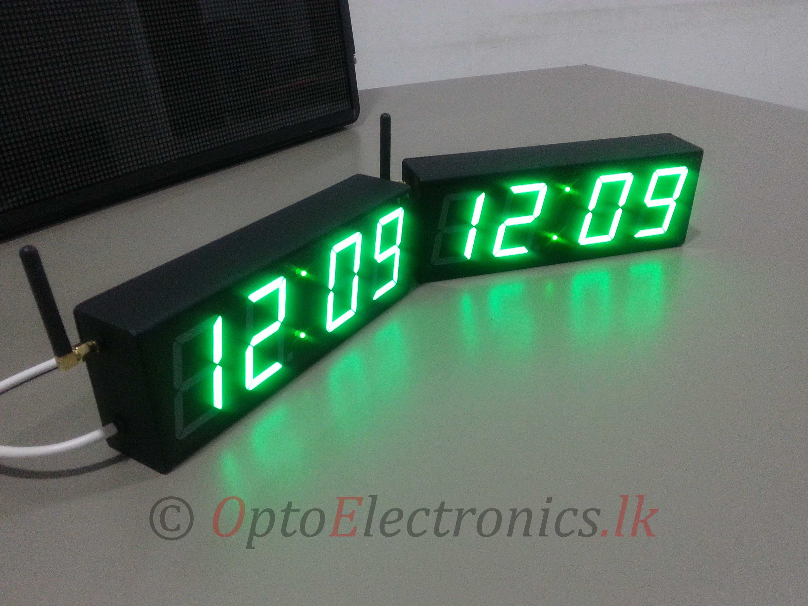 2 Inch Precision Digital Clocks Synchronized Optoelectronicsonline