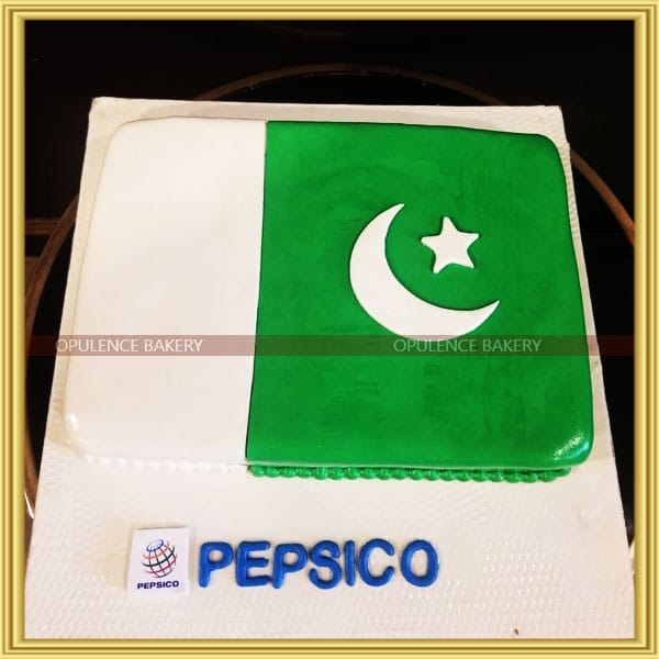 Pakistanis flag custom cake