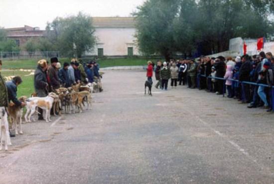 2003.11.07 Выставка в Арзгире, торжественный парад. Фото Сергея Матвеева