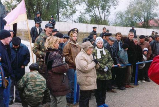 2003.11.07 Выставка в Арзгире, открытие, выступает Г.В. Зотова. Фото Сергея Матвеева