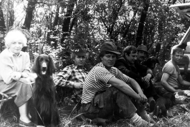 1990.05.12 Донецкие городские испытания легавых. Полуденный отдых. Здесь и Николая Андрусенко и Серёжу Бодню видим рядом.