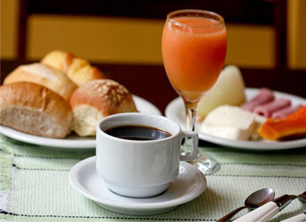 fazer jejum / café-da-manhã