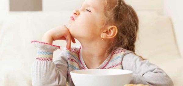 criança sem comer