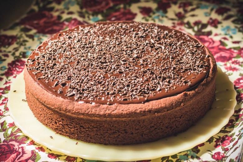 Bolo de chocolate com Ganache de Chocolate Meio amargo