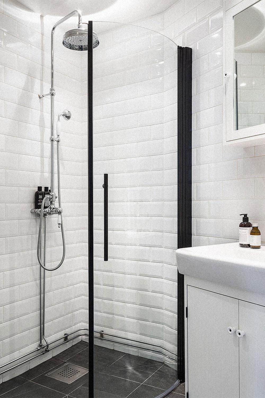 Oracle-Fox-Sunday-Sanctuary-White-Bakers-Tiles-Scandinavian-Bathroom-Interior