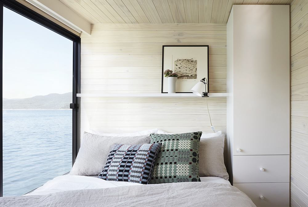 Oracle, Fox, Sunday, Sanctuary, Eildon, Houseboat, Scandinavian, Design, Bedroom, water, view