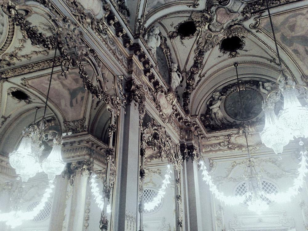 parisian-architecture-interiors-chandeliers-oracle-fox