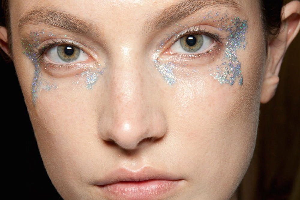 silver-Giambattista-Valli-Backstage-silver-glitter-oracle-fox