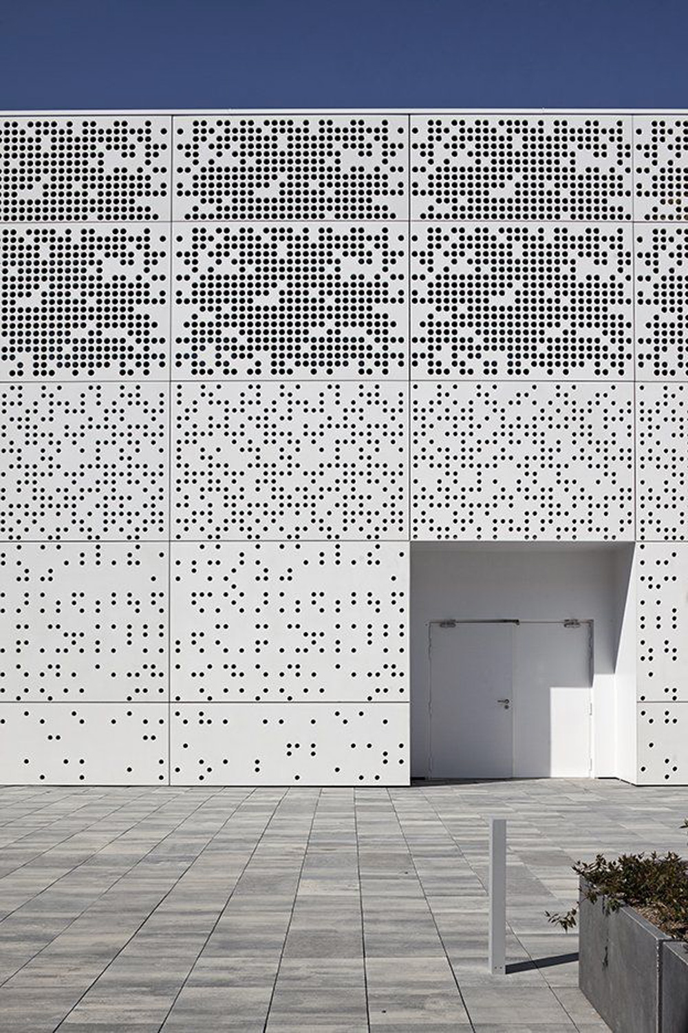Oracle, Fox, Sunday, Sanctuary, First, Impressions, Building, Exteriors, White