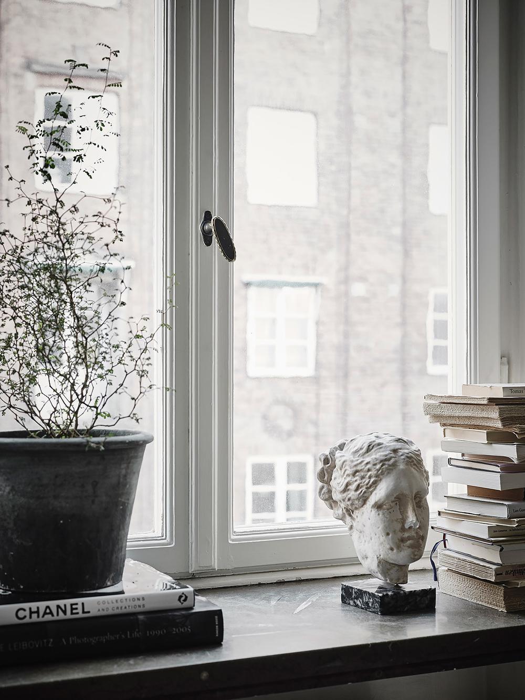 Oracle-Fox-White-Scandinavian-Interior-Bright-Apartment-6