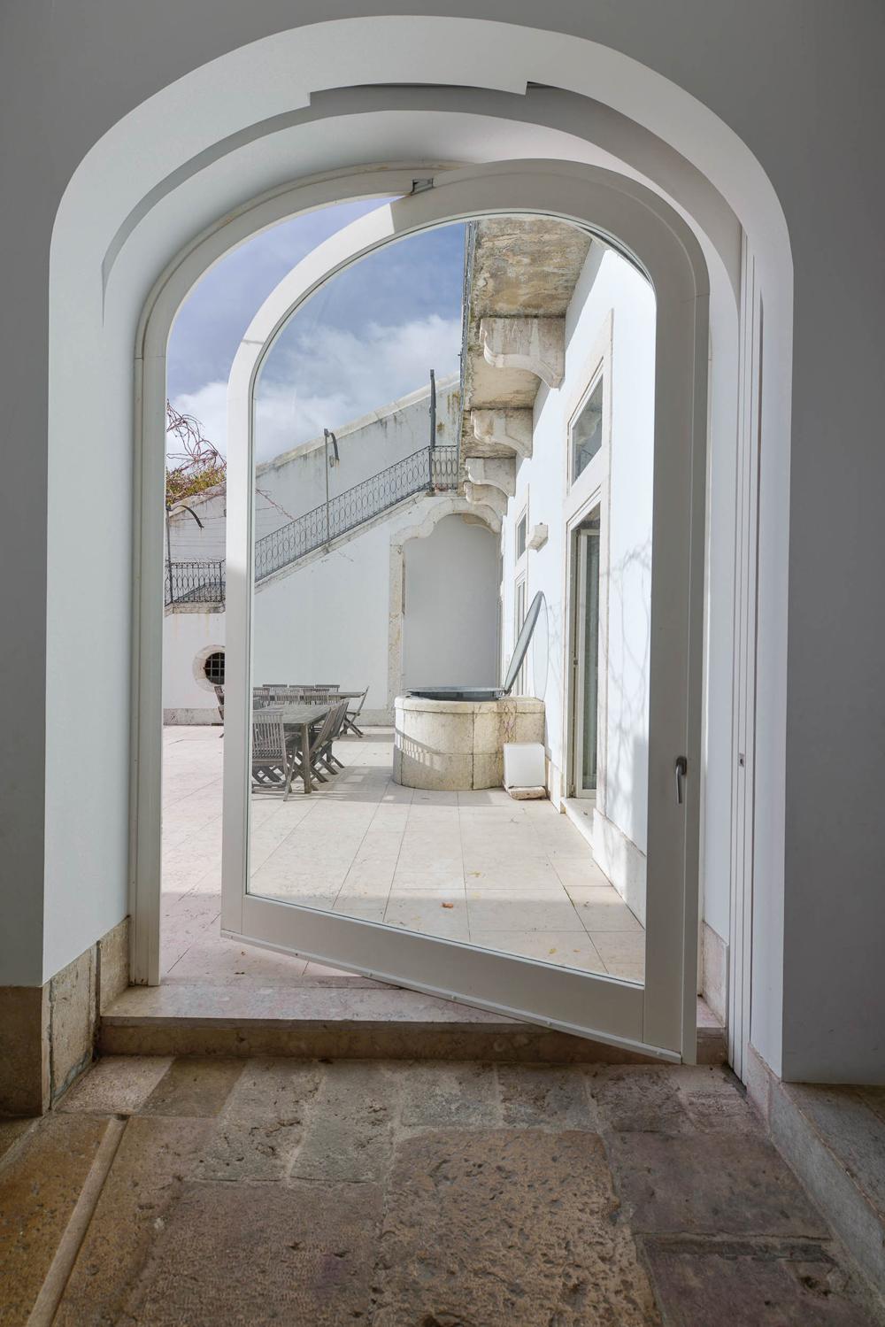 8.Oracle-Fox-Sunday-Sanctuary-Industrial-Interior-Concrete-Wood-Minimal-15