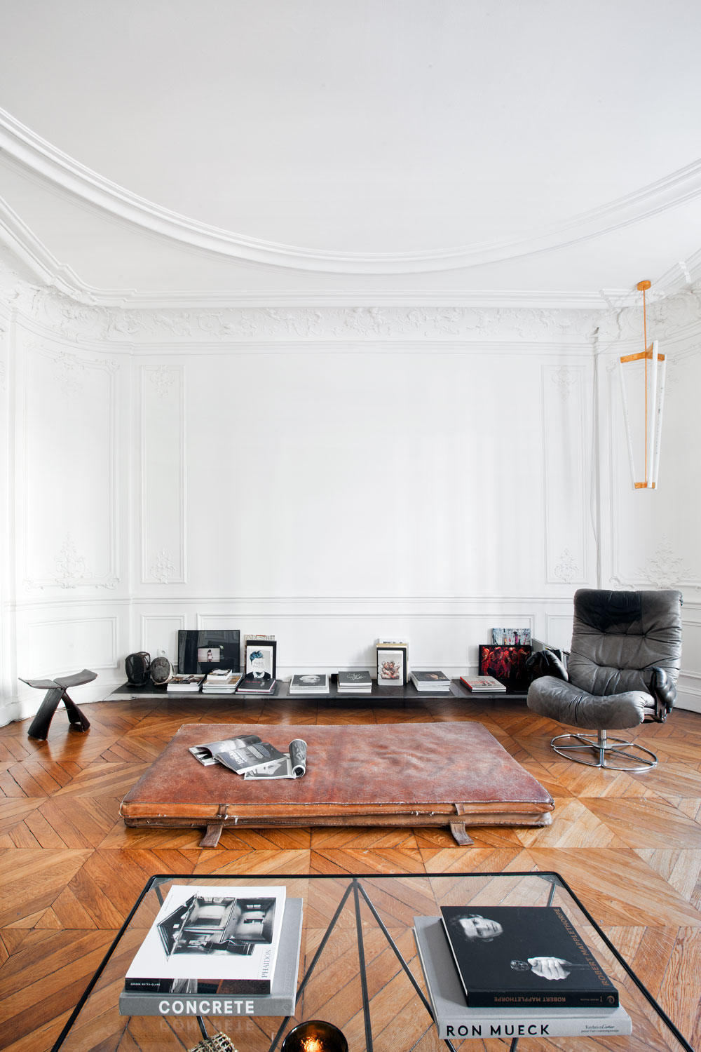 1.sunday-sanctuary-pared-back-19th-century-apartment-paris-parisian-home-interiors-oracle-fox-2