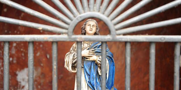web3 st raphael archangel altar piece statue spain shutterstock - Consagração especial a São Rafael Arcanjo