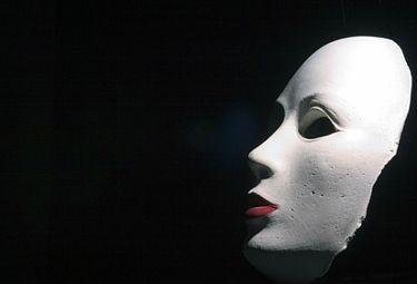 maschera1R375_31ott08.jpg
