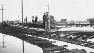Garden Grove after the 1916 flood (Orange County Archives).