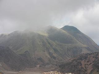 霧の中から三俣山