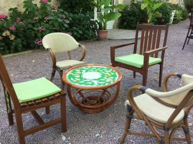 Tables basses, fauteuils et chaise extérieures
