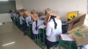 Pelajar India Guna Kotak